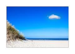 A l'annonce du septième. (Scubaba) Tags: europe france pasdecalais couleurs colors plage beach nuage cloud