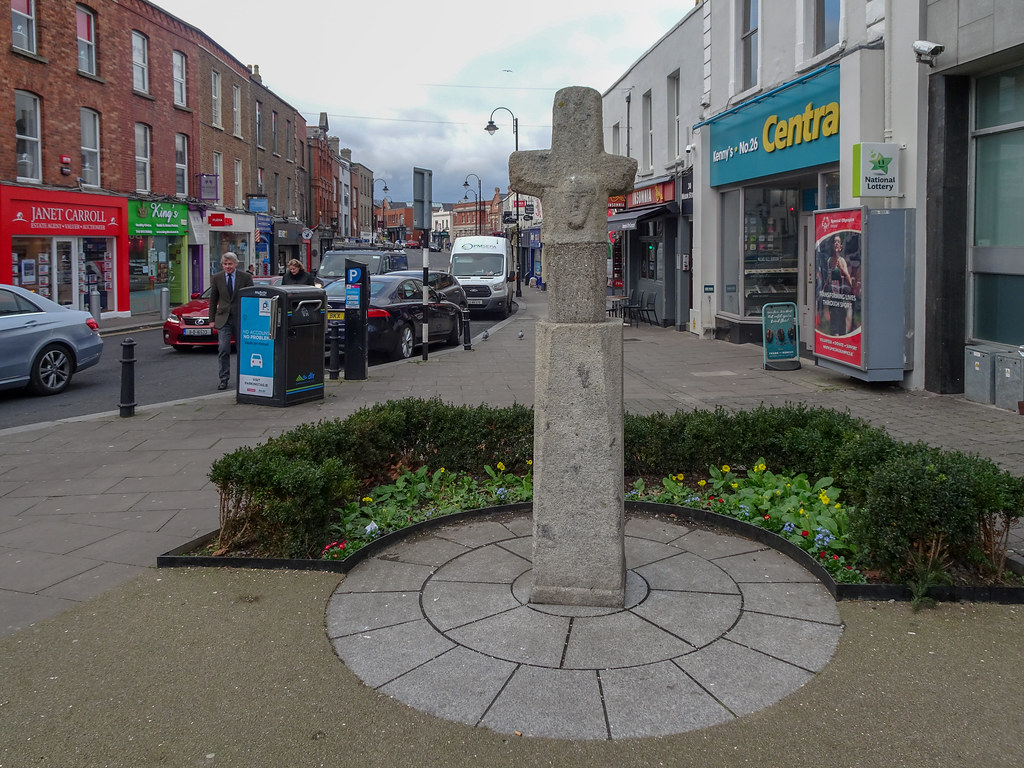 THE MARKET CROSS IN BLACKROCK [MAIN STREET]-148117
