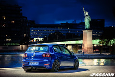 VW Golf R32 (Mourad Ben Photography) Tags: statue liberty paris volkswagen golf r32 mk5 golf5 stance car ride night france la seine lights reflect deep blue color