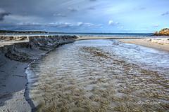 petit ruisseau deviendra grand (menez.gilles) Tags: bretagne brittany breizh bzh ruisseau finistère plage seascape sea trémazan lecastel stream