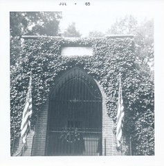 George Washington Tomb - July 1965 (Stabbur's Master) Tags: virginia mountvernon 1960s 1960svacation georgewashingtontomb dcmetroarea 1960amountvernon 1965mountvernon