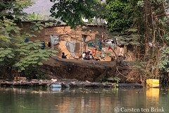 On the river - laundry day (10b travelling / Carsten ten Brink) Tags: 10btravelling 2017 africa african afrika afrique akosombo atimpoku carstentenbrink genericplaces ghana ghanaian goldcoast iptcbasic otherkeywords places volta voltaregion westafrica canoe clothesline dam hut lake laundry river tenbrink washing