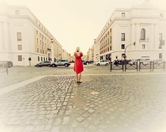 femme en rouge (ioriogiovanni10) Tags: capitale sanpietro roma foto turista turist city donna rosso photographer fotografo hero6 gopro rome ragazza girl femme red rouge femmeenrouge
