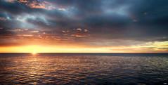 Sol, Mar y Cielo (candi...) Tags: sol mar cielo nubes agua amanecer naturaleza nature paisaje sonya77 airelibre