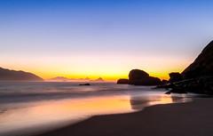 Sunrise na Praia do Perigoso - Rio de Janeiro (mariohowat) Tags: praiadoperigoso praiasdoriodejaneiro sunrise longaexposição amanhecer alvorada natureza nascerdosol canon riodejaneiro brasil brazil