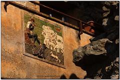 Detall rural a les muralles d'Ullastret (el Baix Empordà) (Jesús Cano Sánchez) Tags: elsenyordelsbertins fujifilm xq1 catalunya cataluña catalonia gironaprovincia emporda ampurdan baixemporda bajoampurdan ullastret muralles murallas walls pastor sheperd ovelles ovejas sheep ramat rebaño flock gos perro dog