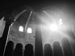 Illumina (tammaro alessandra) Tags: luce bianconero umbria perugia santangelo chiesa
