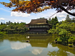 Old Japanese garden of Heian Jingu Shinto shrine in Kyoto (Germán Vogel) Tags: traveldestinations travel waterreflection peaceful serene teahouse japanesearchitecture pavilion pond garden japaneseculture historicalsite architecture 12thcentury 11thcentury heianjingugarden heiangarden heian touristattractions tourism japan kyoto japanesegarden