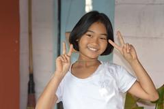 pretty girl sending you peace (the foreign photographer - ฝรั่งถ่) Tags: pretty girl child peace sign khlong lat phrao portraits bangkhen bangkok thailand nikon d3200