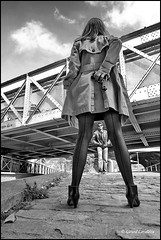 ambiance polar 1 (gérard lavalette) Tags: polar femme woman homme écluse pont canal trenchcoat flingue revolver gun gérardlavalettephotographeparis bnw noiretblanc ambiance