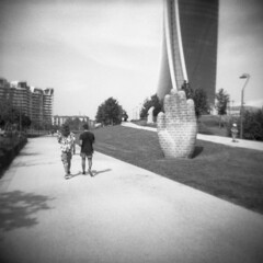 Milano (Valt3r Rav3ra - DEVOted!) Tags: holga holgacfn lomo lomography toycamera plasticcamera milano medioformato mediumformat 120 6x6 film analogico analogica analog analogue bw biancoenero blackandwhite streetphotography street valt3r valterravera visioniurbane urbanvisions ilford ilfordfp4