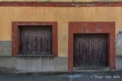 Avenue des Pyrénées, Montesquieu-Volvestre (Ivan van Nek) Tags: hautegaronne 31 france occitanie midipyrénées frankrijk frankreich nikon nikond7200 d7200 doorsandwindows ramenendeuren facade wall muur paintedwall