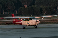 Cessna F172N Shyhwkk II (II) (Salvador Ruiz Gómez) Tags: avioneta hélice cessna cessna172 manises valenciana vlc vlclevc