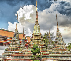 Cheddies, Wat Pho, Bangkok, Thailand. (Manoo Mistry) Tags: bangkok thailand holiday nikon nikond5500 tamron tamron18270mmzoomlens tourism tourist attraction buddhist buddha buddhism buddhisttemple watpho cheddies chedi