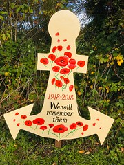 "Ulverston Canal Regeneration Group Anchor Fest 2018 ""We will remember them"". (Bennydorm) Tags: military remembrancesunday lestweforget inglaterra inghilterra angleterre europe uk gb britain england cumbria ulverston ww1 19182018 vegetation greenery colourful artwork decorated homemade handicrafts maritime towpath iphone6s iphone octobre october centenary remembrance thegreatwar 19141918 poppies 2018 fest anchor"