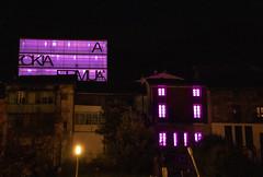 El Ermua Antzokia y la Casa de la Mujer, iluminados de morado por el Día Internacional contra la Violencia hacia las Mujeres.