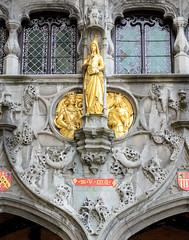 1-6642  Vergoldete Figuren an der Fassade der Heilig Blut Basilika in Brügge - der Sakralbau ist Relikien-Aufbewahrungsort einer Ampulle mit dem Blut Christi. Die jährlich an Christi Himmelfahrt stattfindende Heilig-Blut-Prozession ist von der UNESCO in d (stadt + land) Tags: vergoldete figuren fassade heilig blut basilika sakralbau relikien relikie aufbewahrung aufbewahrungsort ampulle christi himmelfahrt heiligblutprozession unesco liste immateriellen kulturerbe stadt brügge brugge flandern hansestadt hansekontor mittelalter stadtkern sehenswürdigkeiten weltkulturerbe stadtportrait impressionen fotografie bilder fotos