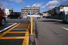 20181217_RX_01430 (NAMARA EXPRESS) Tags: street parking car automobile vehicle ladder yellow winter daytime fine outdoor color toyonaka osaka japan sony rx0 dscrx0 carlzeiss tessar t 477 namaraexp