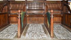 UNIQUE au MONDE (balese13) Tags: 1855mm nikon indre centre stalles écuries mandarine bougeslechateau d5000 unique verneuil 500v20f