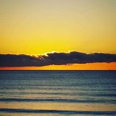 "Está saliendo el sol • <a style=""font-size:0.8em;"" href=""http://www.flickr.com/photos/59184155@N03/45524464065/"" target=""_blank"">View on Flickr</a>"