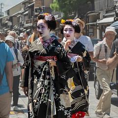 Geishas à Kyoto (Coeur de nomade) Tags: kyoto japon2018 asie asiedelestorientale continentsetpays asia asieorientale jp jpn japan eastasia