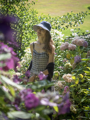 Mariëlle, Kent 2018: Among the hydrangeas (mdiepraam) Tags: kent 2018 pashleymanorgardens marielle portrait pretty gorgeous attractive mature fiftysomething brunette woman lady milf elegant classy hat dress garden flower hydrangea dof