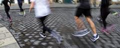 ... (ángel mateo) Tags: ángelmartínmateo ángelmateo viena austria vienna vienne autriche wien österreich corredores corriendo deporte urbano movimiento pavés empedrado dinamismo runners running urban sport movement cobblestone dynamism läufer sportlich urbanen bewegung gepflastert dynamik laufen