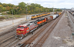Fake Bonnet (GLC 392) Tags: bnsf 558 2268 ge b408w emd gp382 sd40n sd60m 1771 1666 1897 1621 2426 kansas city ks transfer 18th street st clouds tree trees signal railroad railway train santa fe burlington northern up union pacific dwarf