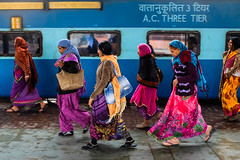 Jaipur, India. January 2015 (Victor M. Perez) Tags: x100s fujifilm streetphotography sari trainstation india jaipur