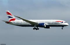 British Airways Boeing 787-8 Dreamliner G-ZBJF / LHR (RuWe71) Tags: britishairways babaw speedbird iag internationalairlinesgroup unitedkingdom boeing boeing787 b787 b788 b7878 boeing7878 boeing7878dreamliner dreamliner gzbjf londonheathrow londonheathrowairport heathrow heathrowairport egll lhr widebody twinjet wingflex landing