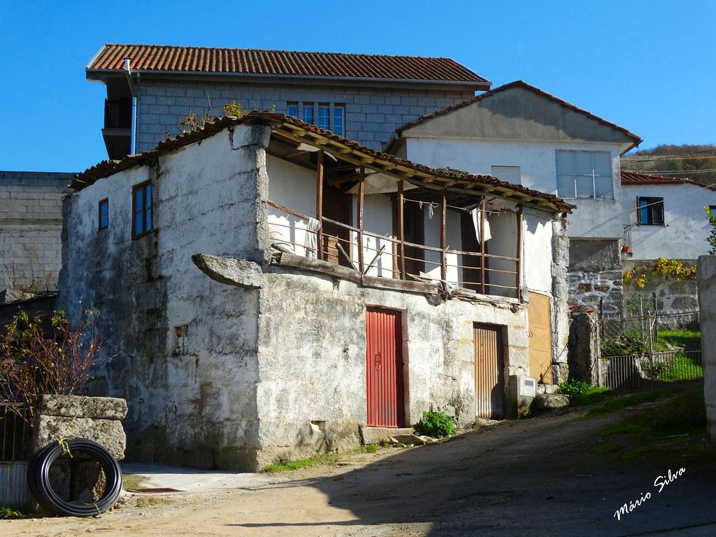 Águas Frias (Chaves) - ... casas na Aldeia ... umas sim, outras nem por isso ...