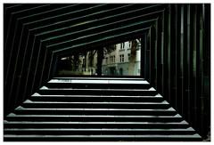 Gespiegelt – mirrored (frodul) Tags: abstrakt architektur ausenansicht detail fassade fenster gebäude gestaltung linie outdoor reflection reflektion mainz grün synagoge synagogue rheinlandpfalz deutschland trapez geometrie viereck