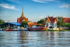 Wat Tha It by the Chao Phraya river opposite Koh Kret near Bangkok, Thailand (UweBKK (α 77 on )) Tags: wat temple tha it chao phraya river stream water flow boat building architecture koh kret bangkok thailand southeast asia sony alpha 77 slt dslr