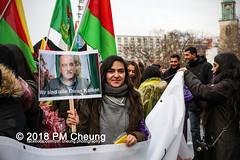 Demonstration: Der Wunsch nach Freiheit lässt sich nicht verbieten! – 01.12.2018 – Berlin - IMG_9703 (PM Cheung) Tags: 25jahrepkkverbot ypg kurden polizei polizeigesetze berlin derwunschnachfreiheitlässtsichnichtverbieten derwunschnachfreiheitlässtsichnichtverbietengemeinsamgegenpolizeigesetze pkkverbotundnationalismus bundesweitedemonstration interventionistischelinke kurdistan rojava türkei 01122018 demonstration demo pag polizeiaufgabengesetz kurdendemonstration pmcheung protest repression überwachung bundesinnenministerhorstseehofer kundgebung 2018 protestfotografie pomengcheung mengcheungpo auftaktkundgebung wwwpmcheungcom aufhebungpkkverbot afd facebookcompmcheungphotography polizeistaat arbeiterparteikurdistans protestveranstaltung rotehilfeev partiyakarkerênkurdistanê ernk bundesinnenministerrudolfseiters auseinandersetzungen rangeleien diepkkgehörtzudeutschland serihilde