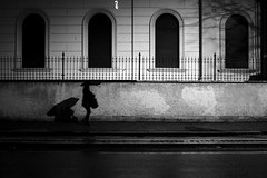 Rome (Fulvio Frioli) Tags: bw black bianco nero nikon nikkor white umbrella ombrello urban city street night light luce movimento ombra shadow