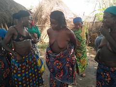 Tatuajes y escarificaciones en el vientre. Aldea Holi. Benín (escandio) Tags: tribu tatuaje holi benin2018 benin 2018 benín