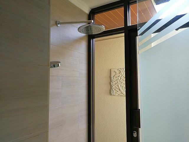 <p>室内のシャワーブース</p>