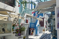 Mykonos, un vicolo del centro nei pressi di Kato Mili (Valerio_D) Tags: ελλάδα μύκονοσ κυκλάδεσ mykonos cicladi isolecicladi grecia greece 2018estate 1001nights 1001nightsmagiccity