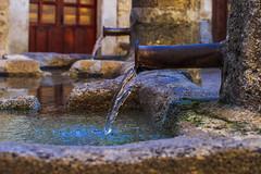 Doble (322/365) (Walimai.photo) Tags: fuente doble dos two 2 fountain water agua sanmartíndelcastañar nikon d7000 nikkor 35mm detail detalle metal stone piedra