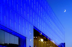 blue ledlights and a natural sky (christikren) Tags: blue blueblue led lights linz austria museum art architecture christikren city colour moon sky modern building design bluehour exhibition facade glass himmel kunst kunstmuseum panasonic reflections windows blueazul abstract geometry