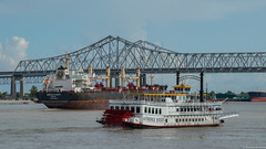 New Orleans, Louisiana (TomST.Photography) Tags: creolequeen steam steamboat natchez mississippi neworleans thebigeasy cityofjazz boat water bridge train sky river sea outintothesea louisiana usa america steelbridge ship schiff hafen south southernstates dampfschiff travel travelphotos travelphotography delta