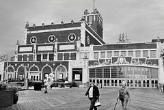 R3-041-19 (David Swift Photography) Tags: davidswiftphotography newjersey asburyparknj paramounttheaterasburyparknj conventionhallasburyparknj streetphotography theaters musicvenues nationalregisterofhistoricplaces nrhp architecture warrenandwetmorearchitects boardwalk jerseyshore 35mm nikonfm2 ilfordxp2