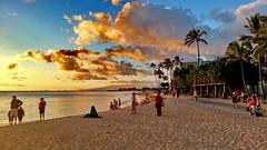 Honolulu Waikiki Beach (gerard eder) Tags: world travel reise viajes america northamerica usa unitedstates hawaii oahu honolulu beach playa strand waikiki waikikibeach sunset atardecer sonnenuntergang puestadesol clouds wolken nubes wasser water seascape sea landscape landschaft paisajes panorama outdoor
