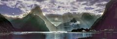 Fantastico escenario (Miradortigre) Tags: milfordsound estrecho fiordo fjord nuevazelanda newzealand contraluz paisaje landscape light ray sun sol mar sea scenario mountain montañas