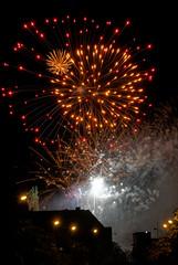 2018-08-17_23-21-53_ILCE-6500_DSC04366_DxO (miguel.discart) Tags: 199mm 2018 belgie belgique belgium bru brussels bruxelles bxl bxlove createdbydxo divers dxo e18135mmf3556oss editedphoto feudartifice feuxdartifice firework fireworks focallength199mm focallengthin35mmformat199mm highiso ilce6500 iso3200 night noche nuit photoderue photography sony sonyilce6500 sonyilce6500e18135mmf3556oss street streetphotography