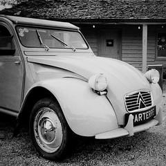 2CV (a.pierre4840) Tags: olympus xa 35mm f28 35mmfilm ilford ilfordhp5 hp5 hp5plus bw blackandwhite monochrome noiretblanc squareformat 11 classiccar