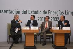 Moderador. R. González. Panelistas. H. Olea y a. Fernández
