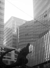 牢獄 (in jail) (Dinasty_Oomae) Tags: ウェルタ ウェルティニ welta weltini 白黒写真 白黒 monochrome blackandwhite blackwhite bw outdoor 東京都 東京 tokyo street ゴジラ godzilla 千代田区 有楽町 chiyodaku yurakucho