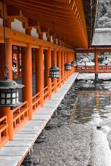 corredor (_perSona_) Tags: japo japon japan miyajima island illa isla itsukushima unesco world heritage patrimoni patrimonio humanidad humanitat santuario santuari shrine tide marea seto sea mar fanals faroles lanterns
