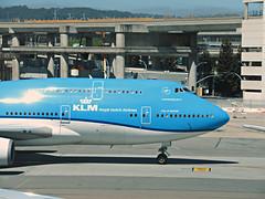 KLM 747-406 PH-BFN (kenjet) Tags: klm klmroyaldutchairlines boeing 744 747400 747406 phbfn cityofnairboi airplane jet aviation airline airliner kl blue flugzeug sf sfo ksfo sanfranciscointernationalairport ramp arriving arrival nose jumbo queenoftheskies